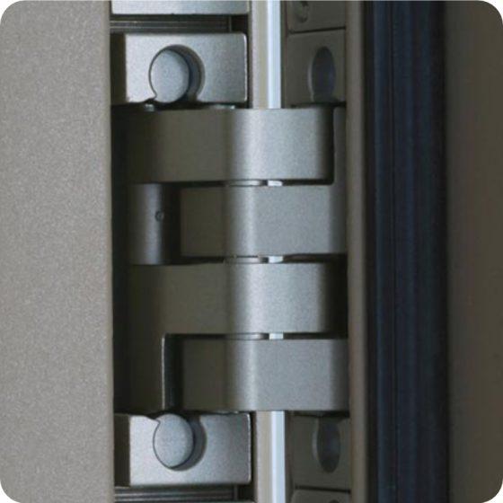 Sicherheitstür Holz Haustür stabile Bänder und Scharniere